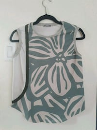 Zara top, never worn, size s Montreal