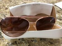 Authentic Michael kors sunglasses. in very good  condition. New Westminster, V3M