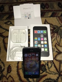 Space gray iphone 5s with box Nesconset, 11767