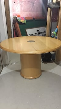 Beautiful pine coloured office table Brantford, N3S 0C8