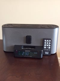 Sony AM / FM clock Radio with dock adapter Montréal, H4L 5E3