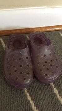 Kid size 1 purple jellies Aldie, 20105
