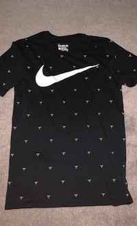 Nike basketball hoops tee size small brand new  Pickering, L1V 7C5