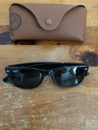 black framed Ray-Ban wayfarer sunglasses Vaughan, L4H 1A3