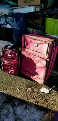 pink rolling luggage (large only) Edmonton, T6X 1K1