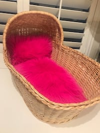 Moses bed with pink or blue faux fur for your fur Baby Las Vegas, 89179