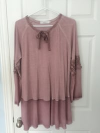 Beautiful flowy top (size large) Guelph, N1L 1T3