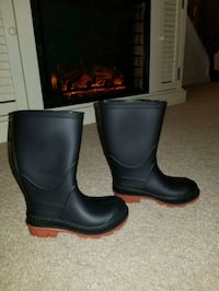 Rain boots size 7-8 toddler Dover, 19901