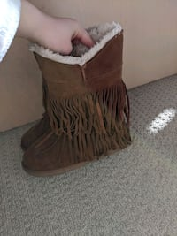 Brown suede softmoc boots. Size 7.  Chestermere, T1X 1K2