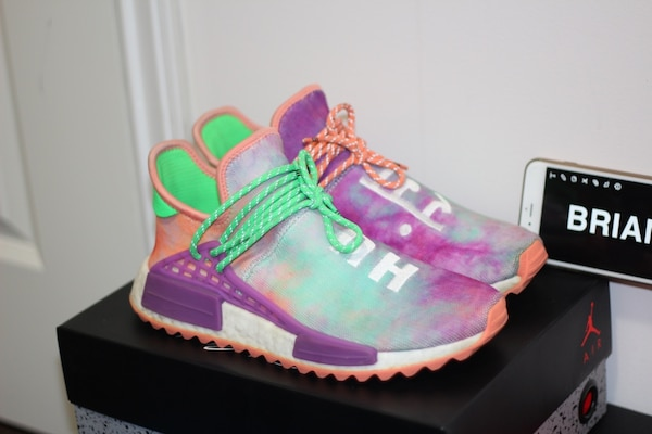 32d5ddef0 Used Human Race NMD Chalk Coral for sale in Burnaby - letgo