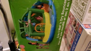 Little tikes wet and dry Inflatable Bouncer moonwa