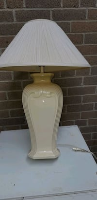 Ceramic table lamp Toronto, M9C 1Y7