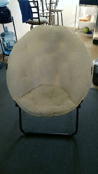 white and gray moon chair Arcadia, 91007