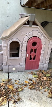 brown and gray plastic playhouse King Of Prussia, 19406