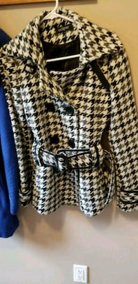 white and black houndstooth print winter coat Belleville, K0K 2V0