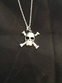 25 skull necklace Glen Burnie, 21061