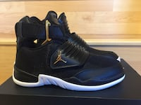 Unpaired black and white nike basketball shoe Frederick, 21702
