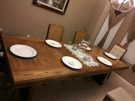Dining table, 6 chairs and 2 leafs