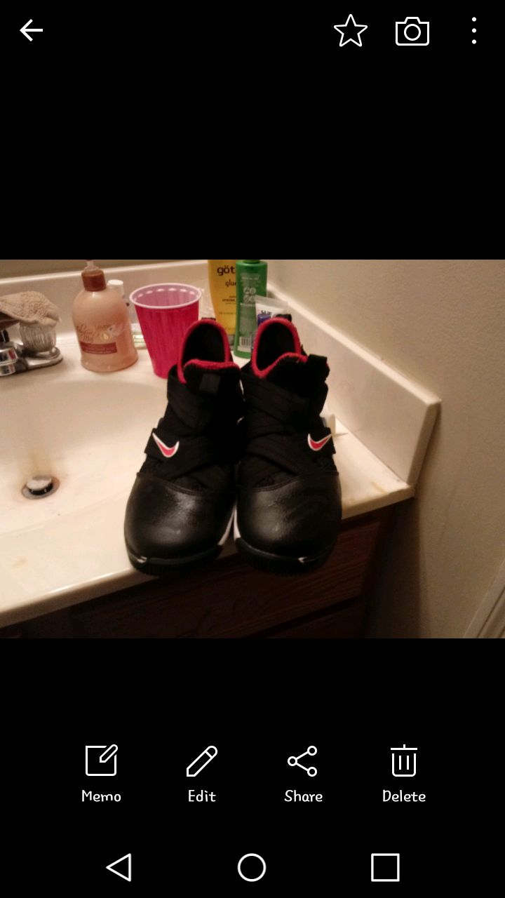 Used Size 6 youth nike LeBron soldier