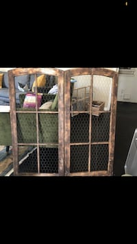 Two panel chicken wire frame seating chart Los Angeles, 90019