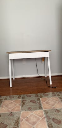makeup station with outlet