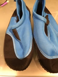 Boys Water shoes size 3 Mississauga, L5V