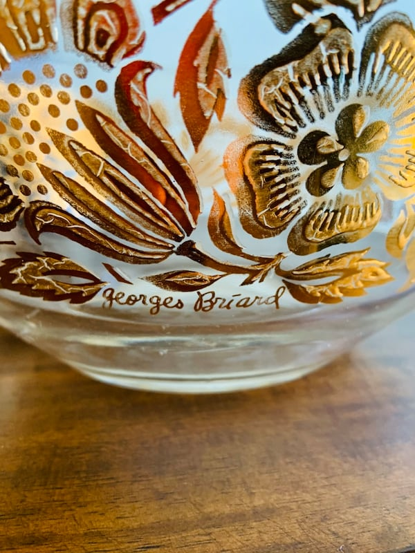 Vintage Georges Briard Signed Large Clear Glass and Gold Floral Bowl. 8538d8f1-5baa-4314-b07c-b5ea38a8a8c7