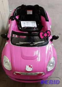 toddler's pink and black ride on toy car Salem, 97304