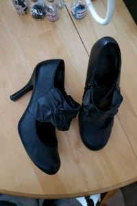 Chaussures size 8  Laval, H7P 1C9