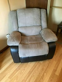 Leather Recliner Sofa Et in very Good Condition. Ajax, L1S 3R8