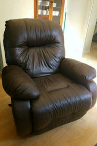 $150 OBO Leather Swivel Glider Recliner San Diego, 92117