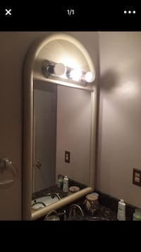 Bathroom mirror with light MUST GO ASAP / espejo con luz para baño Pompano Beach, 33064
