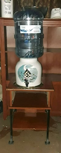 Beautiful birdhouse water crock with New bottle  Yucca Valley, 92284
