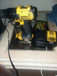 Dewalt 20v max drill with charger and battery pack Chicago, 60609