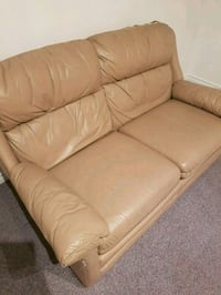 Free leather couch Kelowna, V1V 1S7