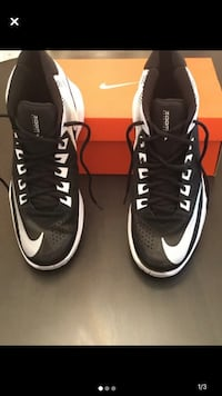 Men's Nike shoes size 10 Milton, L9E 0K7