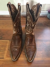 Woman's Ariat Boots size 7 used normal wear Houston, 77015