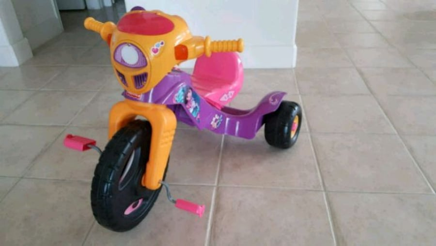 Dora the Explorer Tricycle 4c54de7c-c16b-4621-aec6-fb08784b433f