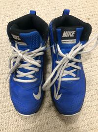 size 2 Nike runners  Vancouver