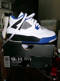 unpaired white and blue Air Jordan 4 shoe with box