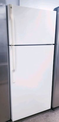"""GE white biscuit refrigerator top and bottom 28"""""""