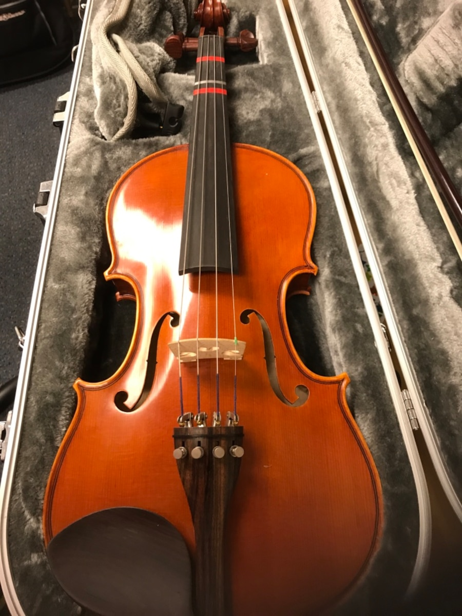 Yamaha 4 4 violin in case w bow accessories in letgo for Violin yamaha 4 4