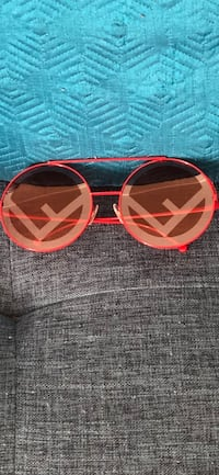 NWT FENDI RUN AWAY SUNGLASSES Cheverly, 20785