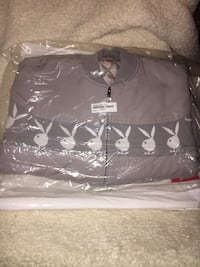 Supreme package deal!!! 8 awesome pieces. 6 medium, 1 large, & beanie