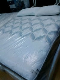 white and gray mattress in pack Long Beach, 90805