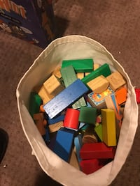Children's  colorful Wooden  building blocks w/ carrying bag.  (100 )