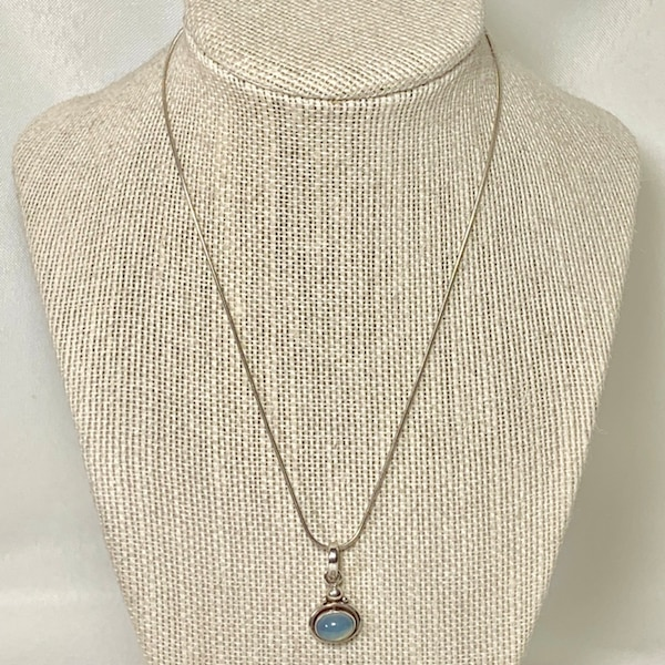 Vintage Sterling Silver Moonstone Pendant with Sterling Rope Chain 09f86bed-c565-4c5c-8742-fa38a1a6669d