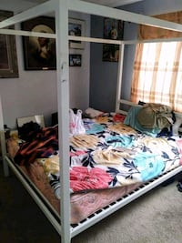 Kanopy bedframe good condition and nice strong Hyattsville, 20783
