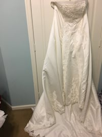 White Beaded and Laced Wedding Dress (New) Arlington