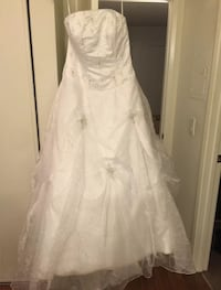 NWT and never worn wedding dress only $25!!! Glendora, 91740